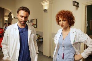 Luciano Scarpa e Camilla Filippi in una scena della fiction Mediaset La scelta di Laura