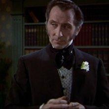 Peter Cushing in una sequenza del film La vendetta di Frankenstein