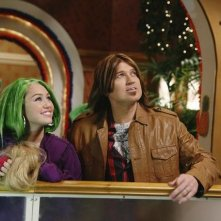 Billy Ray Cyrus e Miley Cyrus in una scena dell'episodio Super(stitious) Girl di Hannah Montana