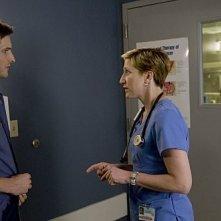 Edie Falco e Peter Facinelli nel pilot di Nurse Jackie