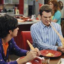 John Ducey e Joe Jonas in una scena dell'episodio Slice of Life della serie Jonas.