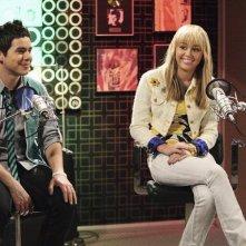 Miley Cyrus e la guest star David Archuleta in un momento dell'episodio Promma Mia di Hannah Montana