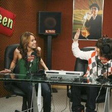 Mitchel Musso e Miley Cyrus in una scena dell'episodio Miley Hurt the Feelings of the Radio Star di Hannah Montana