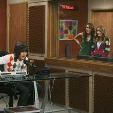 Mitchel Musso e Miley Cyrus nell'episodio Miley Hurt the Feelings of the Radio Star di Hannah Montana