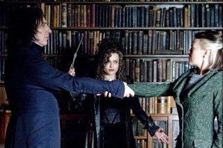 Alan Rickman, Helena Bonham Carter e Helen McCrory in una scena del film Harry Potter e il principe mezzosangue