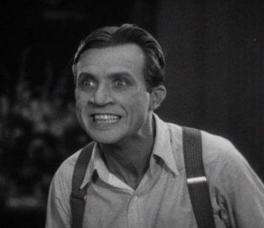Dwight Frye è il folle Renfield nel film Dracula