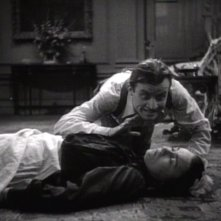 Dwight Frye e Moon Carroll in una scena del film Dracula
