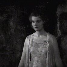 Helen Chandler in una scena del film Dracula