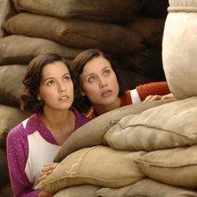 Verónica Sánchez e Gabriella Pession in una scena del film Le tredici rose