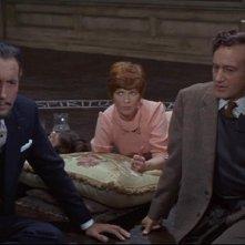 Christopher Lee con Sarah Lawson e Paul Eddington in una scena del film The Devil Rides Out
