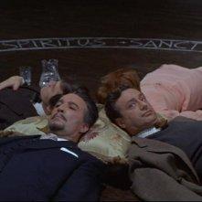 Christopher Lee con Sarah Lawson e Paul Eddington in una sequenza dell'horror The Devil Rides Out
