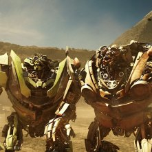 Una scena del film Transformers: Revenge of the Fallen con i gemelli Kid e Mudflap
