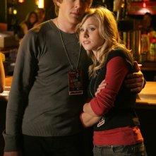Kristen Bell e Chris Lowell in una scena dell'episodio 'La rockstar' di Veronica Mars