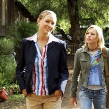 Amy Laughlin e Kristen Bell in una scena dell'episodio 'Abbaglio' di 'Veronica Mars'