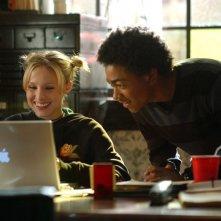 Kristen Bell e Percy Daggs III in una scena dell'episodio 'Il segreto di Troy' di 'Veronica Mars'