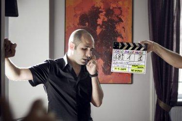 Checco Zalone (Luca Medici) sul set della commedia Cado dalle nubi