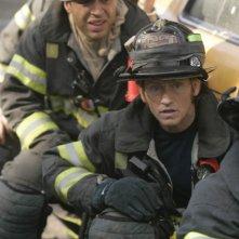 Daniel Sunjata in una scena dell'episodio French di Rescue Me