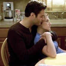 Dominic Fumusa ed Edie Falco in una scena dell'episodio School Nurse di Nurse Jackie