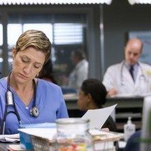 Edie Falco in una scena dell'episodio Daffodil di Nurse Jackie