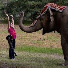 Emily Robins in una scena della serie The Elephant Princess
