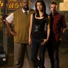 Esteban Powell, Kevin Michael Richardson e Grace Park in una foto promozionale di The Cleaner