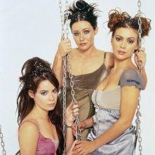 Holly Marie Combs, Shannen Doherty e Alyssa Milano in una foto promozionale della season 3 di Charmed