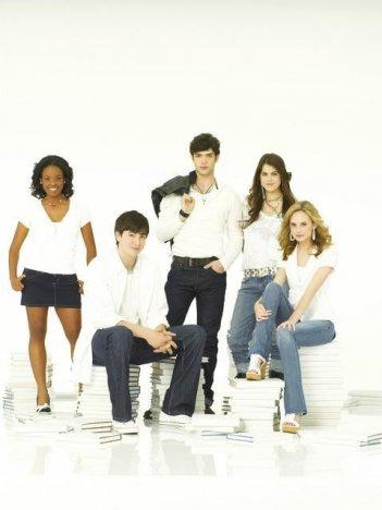 Il cast della serie 10 Things I Hate About You in una foto promozionale