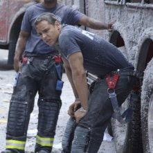 Larenz Tate e Daniel Sunjata in una scena dell'episodio Sheila di Rescue Me