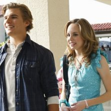 Meaghan Jette Martin e Chris Zylka in un momento del pilot di 10 Things I Hate About You