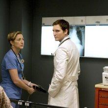 Peter Facinelli ed Edie Falco in una scena dell'episodio Daffodil di Nurse Jackie