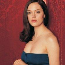 Rose McGowan in un'immagine promozionale della 4 season di Charmed