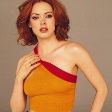 Rose McGowan in una foto promo per la 5 stagione della serie Streghe