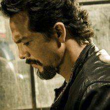 Benjamin Bratt in una foto promozionale della seconda stagione di The Cleaner