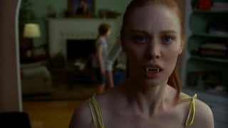 Deborah Ann Woll in una scena dell'episodio 'Keep This Party Going' della seconda stagione della serie tv True Blood