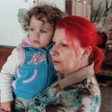 Un'immagine del film Non è ancora domani con Patrizia Gerardi e la piccola Asia Crippa