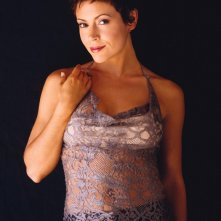Alyssa Milano in un'immagine promo per la season 6 di 'Charmed'