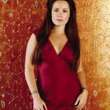 Holly Marie Combs in un'immagine promo per la season 6 di 'Charmed'