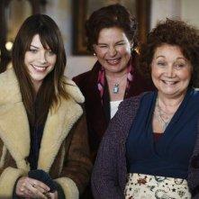 Lauren German, Linda Kash e Lynn Griffin nel pilot di Happy Town