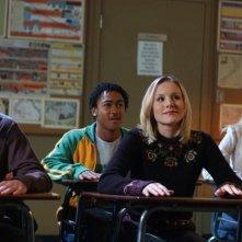Percy Daggs III e Kristen Bell a scuola nell'episodio 'Mars contro Mars' di 'Veronica Mars'