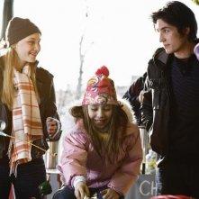 Sarah Gadon, Sophia Ewaniuk e John Patrick Amedori nel pilot di Happy Town