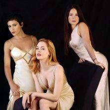 Una foto promo delle sorelle Halliwell: R. McGowan, A. Milano e H.M. Combs per la season 6 di Charmed