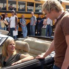 Veronica (Kristen Bell) parla con Dick (Ryan Hansen) nell'episodio 'Visita dal dentista' della serie Veronica Mars