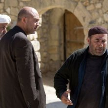 David Diaan, Parviz Sayyad e Ali Pourtash in una scena del film The Stoning of Soraya M