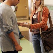 Kristen Bell e Francis Capra in una scena dell'episodio 'Il mostro dagli occhi verdi' di Veronica Mars