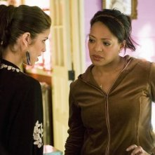 Ana Ortiz e Lauren Velez in una scena dell'episodio In the Stars di Ugly Betty