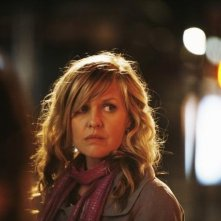 Ashley Jensen in una scena dell'episodio The Born Identity di Ugly Betty