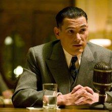 Billy Crudup è J. Edgar Hoover nel film Nemico pubblico