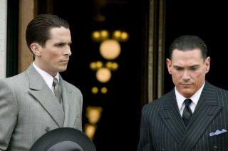 Christian Bale e Billy Crudup in una scena del film Nemico pubblico