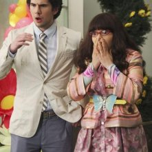 Daniel Eric Gold ed America Ferrera in una scena dell'episodio Rabbit Test di Ugly Betty