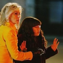 Judith Light ed America Ferrera in una scena dell'episodio The Born Identity di Ugly Betty